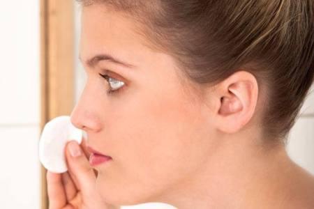 чистка лица ватным диском