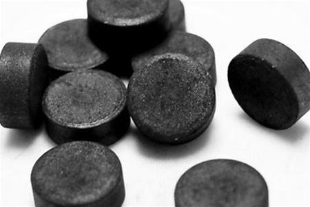 активированный уголь от прыщей