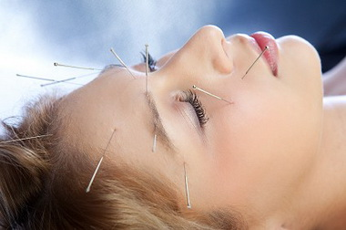акупунктура в лечении онемения лица