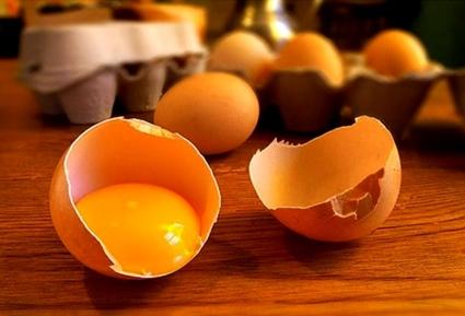 Яичный желток против выпадения волос