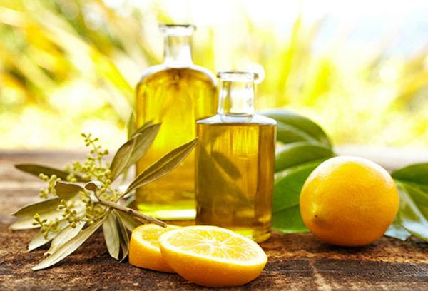 Оливковое масло, касторовое масло и лимонный сок